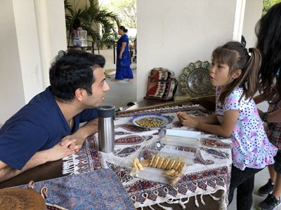 a student from Iran talks to a Honolulu child