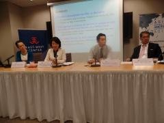 The panelists and discussant Professor Nobu Akiyama discussed current issues that Japan faces.