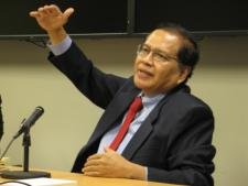 Dr. Rizal Ramli describes the challenges and opporunities the modern Indonesian economy offers at the East-West Center in Washington.