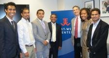 Timor-Leste's ambassador to the US, Constancio Pinto, was among the dignitaries who met the USSP/USTL scholarship students at an evening reception at the East-West Center in Washington.